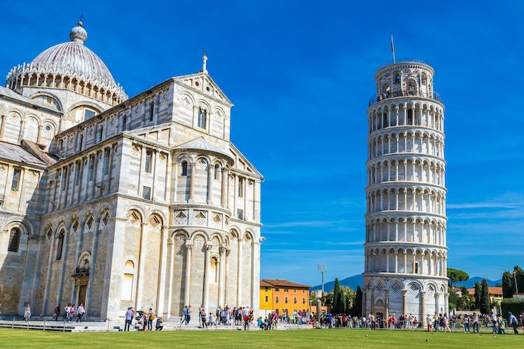 Leaning tower and Pisa cathedral 1.jpeg