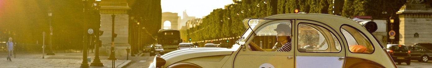 Private tour of Paris' highlights in a vintage 2CV car 1h30