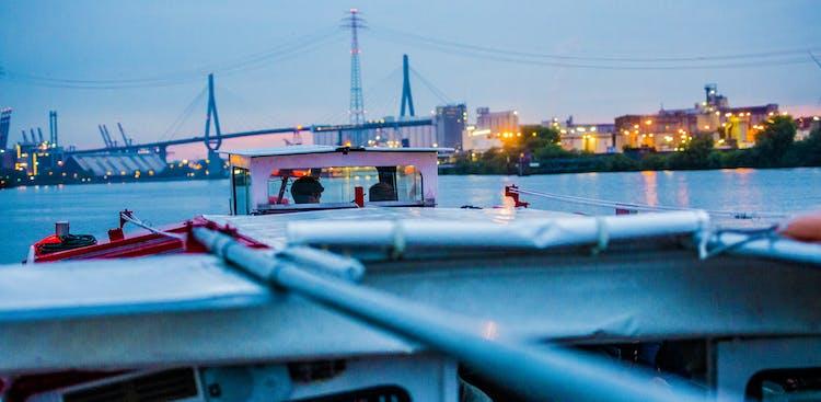 Lichterfahrt durch den Hamburger Hafen_Köhlbrand.jpg