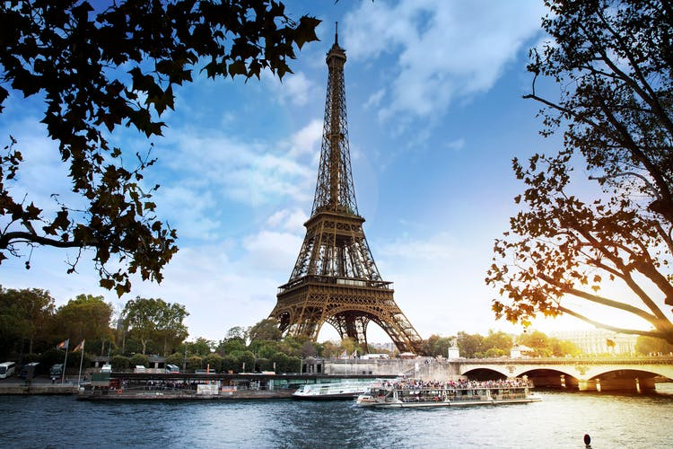 Located at the foot of the Eiffel Tower_@Puppets.png