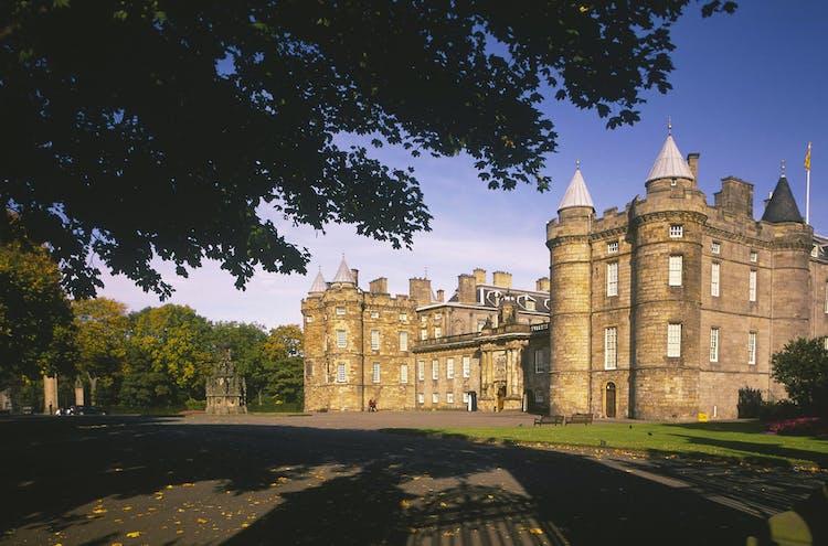Holyrood_Palace[1].jpg