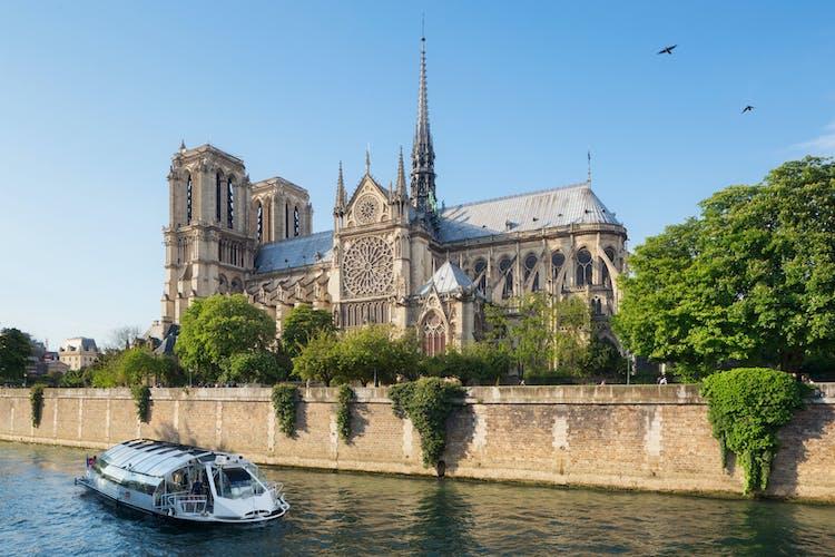 notre dame seine Paris.jpg